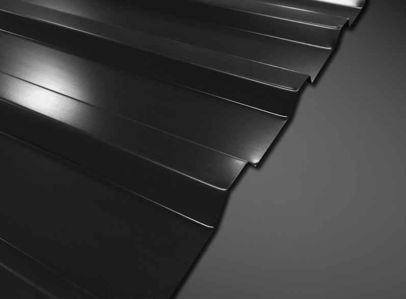 Trapezblech T-18M-1070 Referenzbild Front Schwarzer Hintergrund