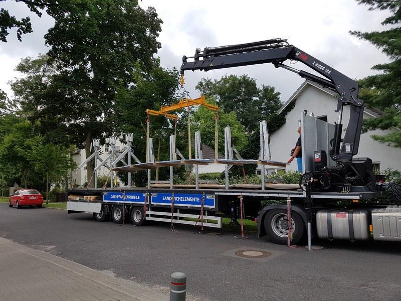 Trapezblech Trapezbleche Anlieferung mit Kran LKW - 01