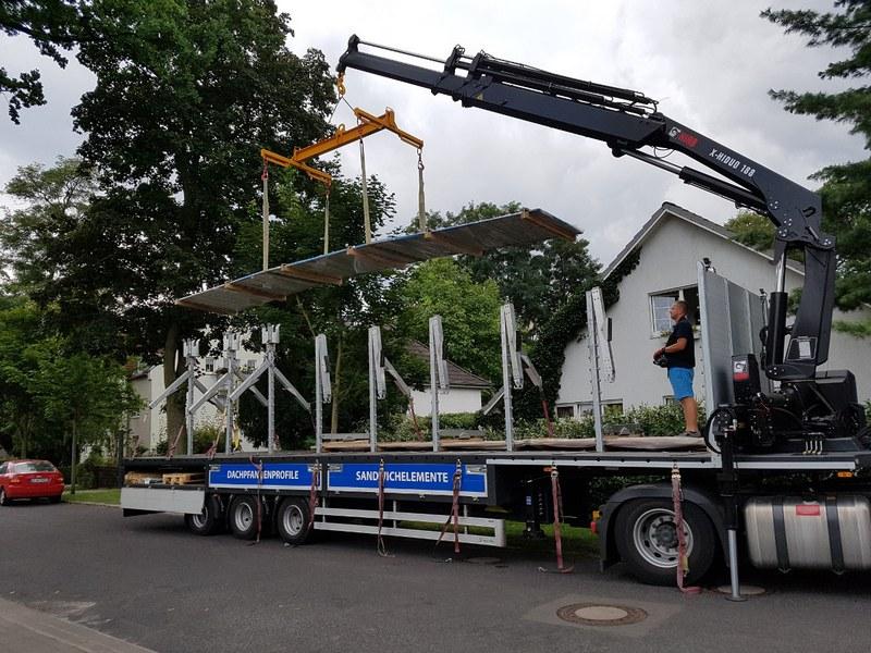 Trapezblech Trapezbleche Anlieferung mit Kran LKW - 03